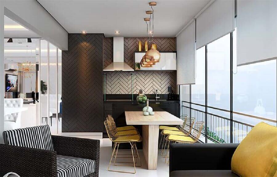 decoração de varanda de apartamento moderno com poltrona de vime e churrasqueira  Foto Ideias Decor