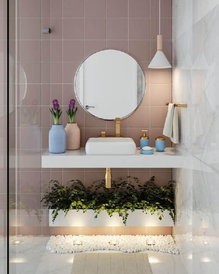 decoração delicada em cores pastéis com pendente para banheiro pequeno Foto Houzz