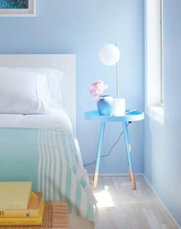 decoração em azul pastel com mesa para quarto de canto retrô  Foto Liliana Zenaro Interiores