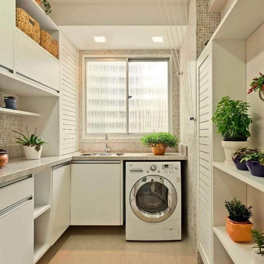 decoração em cores claras e neutras com armário para lavanderia planejado Foto Madeirol Móveis Planejados