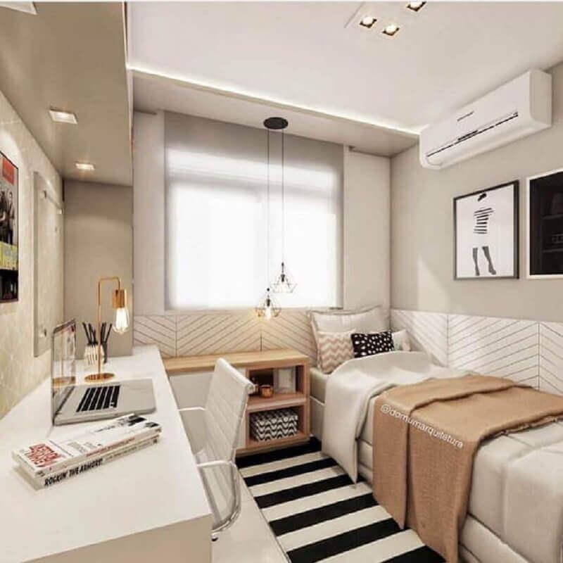 decoração em cores neutras com passadeira para quarto de solteiro pequeno  Foto Domum Arquitetura
