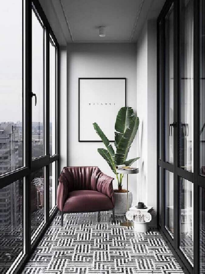 decoração em tons de cinza com poltrona para varanda pequena moderna Foto Behance