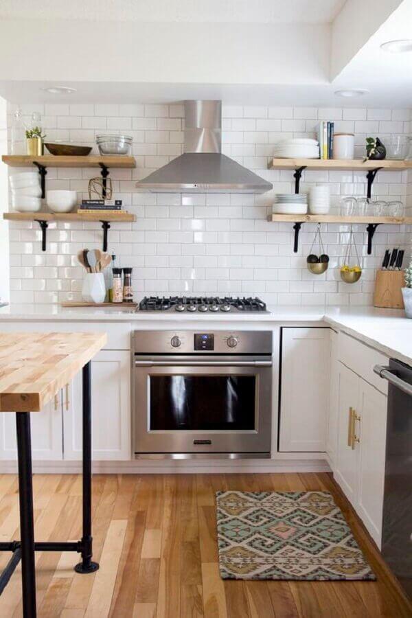decoração estilo clássico com revestimento branco liso para cozinha Foto Jeito de Casa