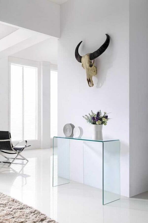 decoração minimalista com aparador pequeno de vidro para corredor  Foto Apartment Therapy