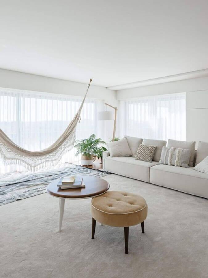 decoração minimalista para sala com rede de descanso Foto Histórias de Casa