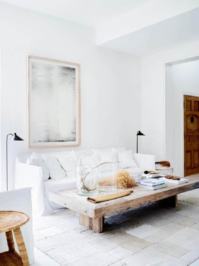 decoração minimalista para sala de estar com mesa de centro rústica Foto Hunker