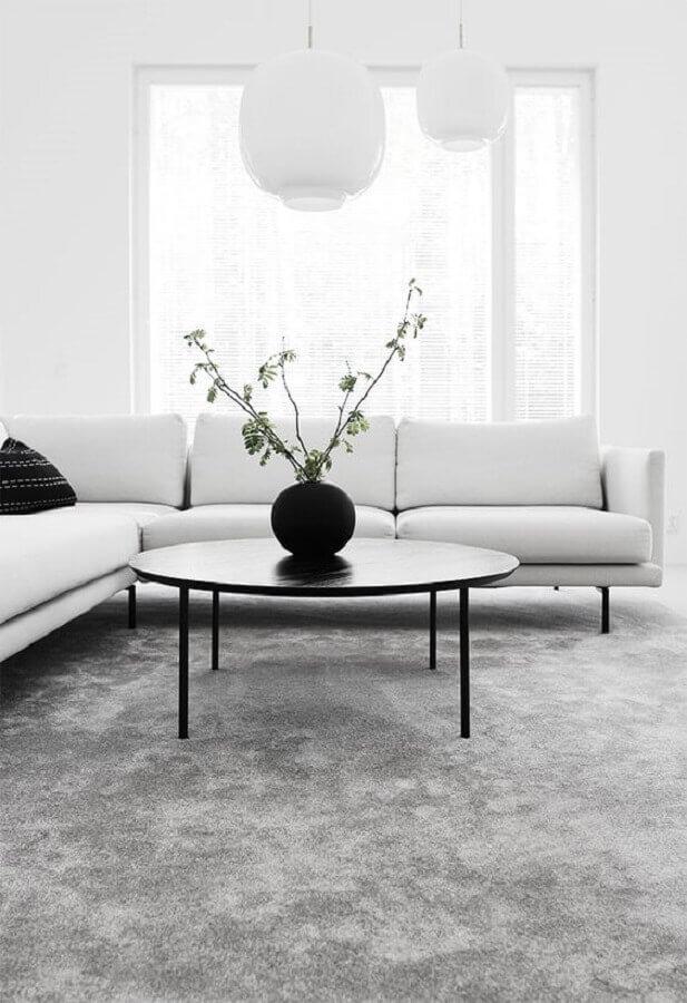 decoração minimalista para sala de estar toda branca com tapete cinza Foto We Heart It