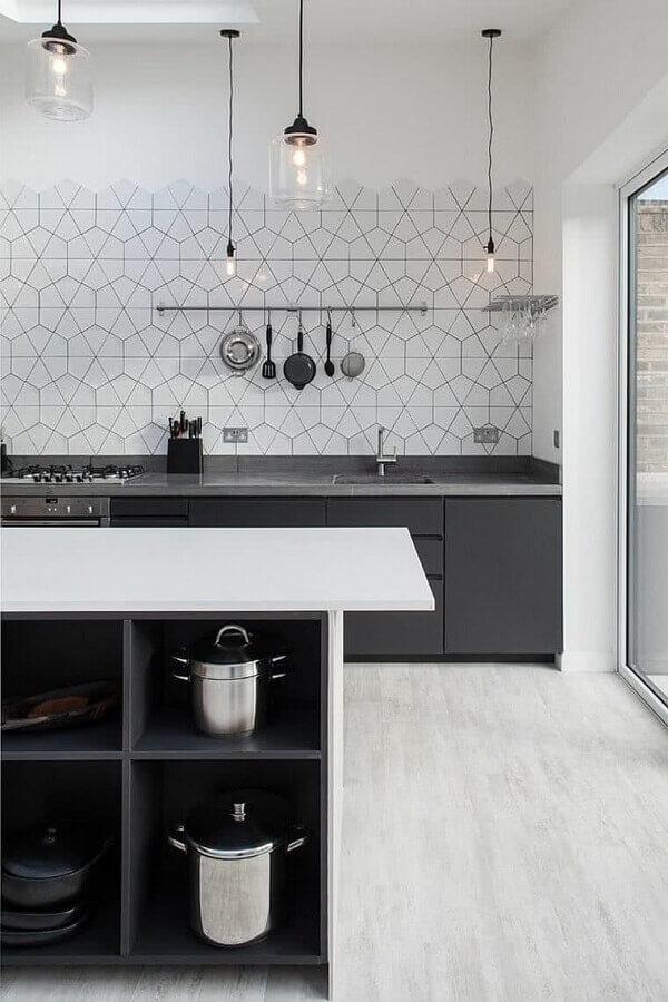 decoração moderna com revestimento branco para cozinha planejada cinza e branco Foto Houzz
