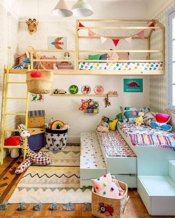 decoração para quarto de criança com cama suspensa de madeira Foto Hana Lerner Arquitetura