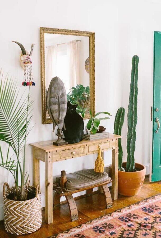 decoração rústica para hall de entrada com aparador pequeno de madeira com gaveta Foto Pinterest
