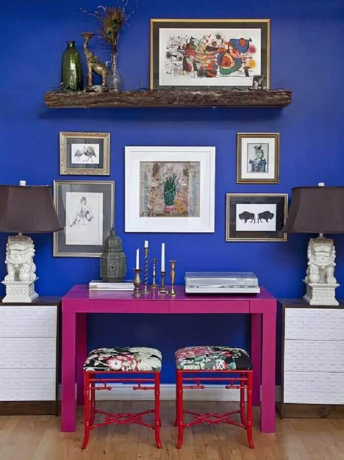 decoração simples com aparador pequeno cor de rosa Foto Houzz