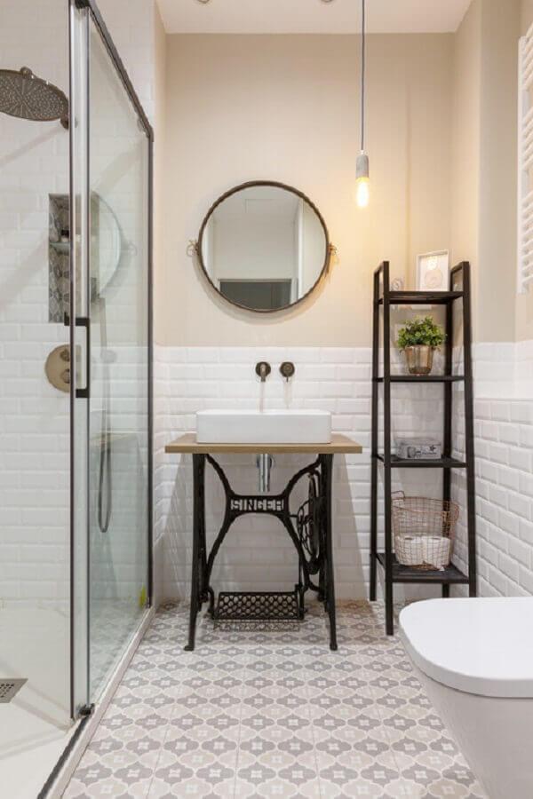 decoração simples com luminária pendente para banheiro  Foto Houzz