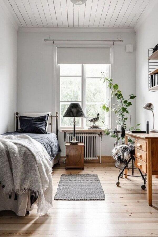 decoração simples com passadeira para quarto de solteiro  Foto Contemporary Home Designs