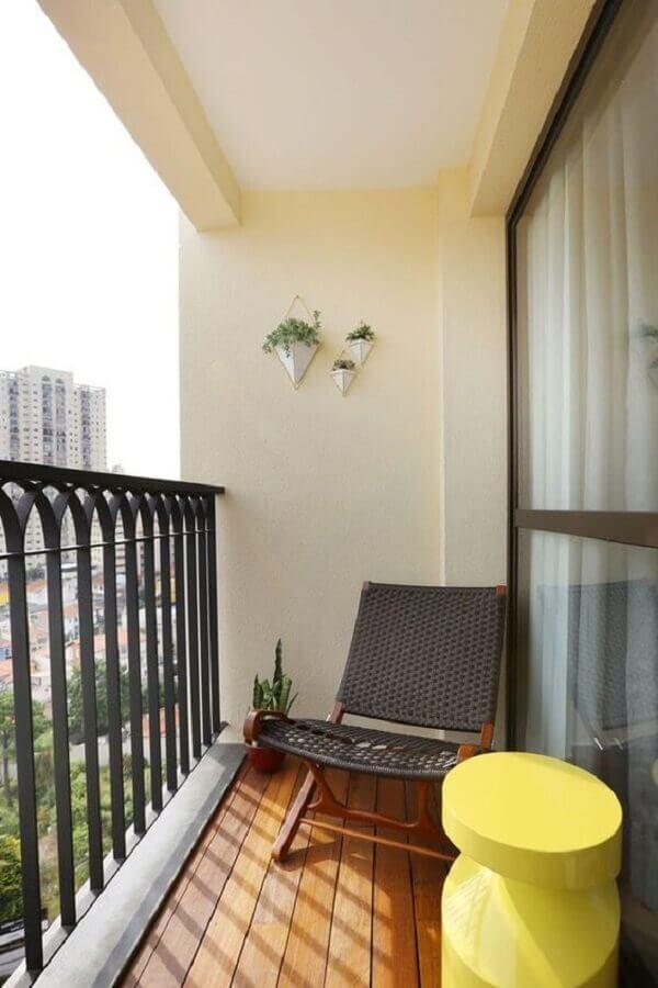 decoração simples com poltrona para varanda pequena Foto Pinterest