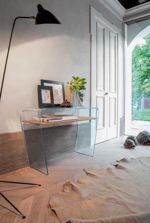 decoração simples para hall de entrada com aparador pequeno de vidro  Foto Home Fashion Trend