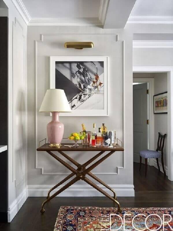 decoração sofisticada com aparador pequeno para corredor Foto Elle Decor
