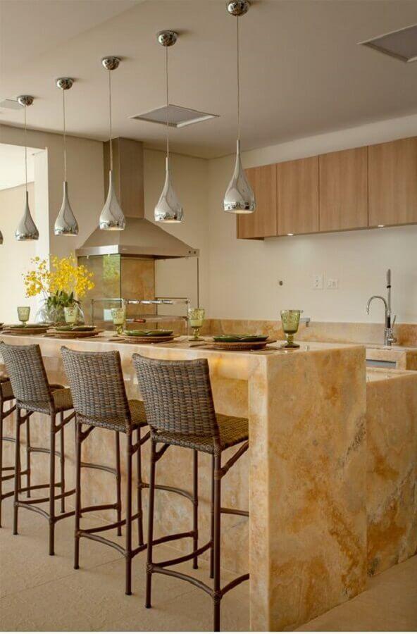 decoração sofisticada com banqueta para área gourmet  com bancada de mármore e churrasqueira de vidro Foto Decor Salteado