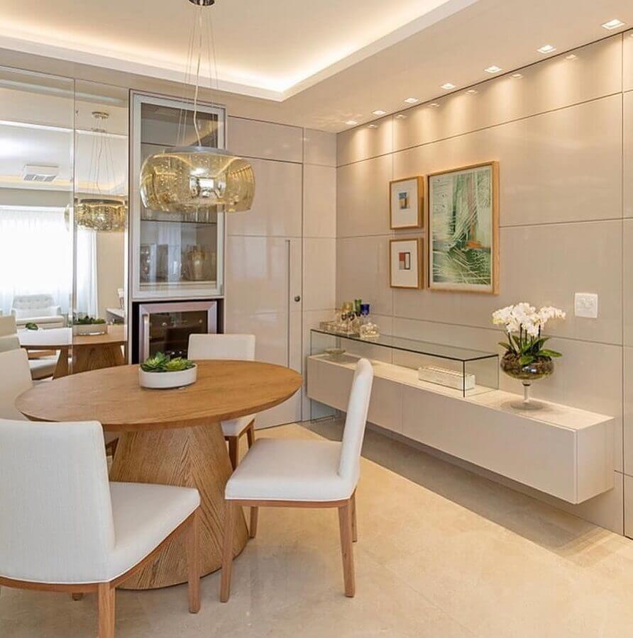 decoração sofisticada com buffet pequeno para sala de jantar decorada com mesa redonda de madeira Foto Arkpad