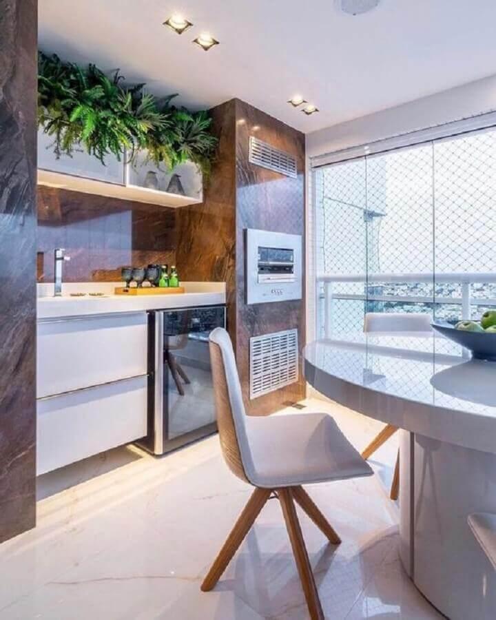 decoração sofisticada de varanda de apartamento gourmet com churrasqueira Foto Arkpad
