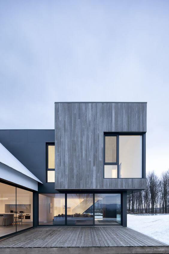 Fachada com revestimento de madeira