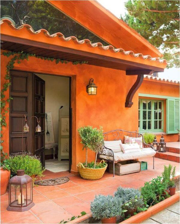 Fachada de casa laranja