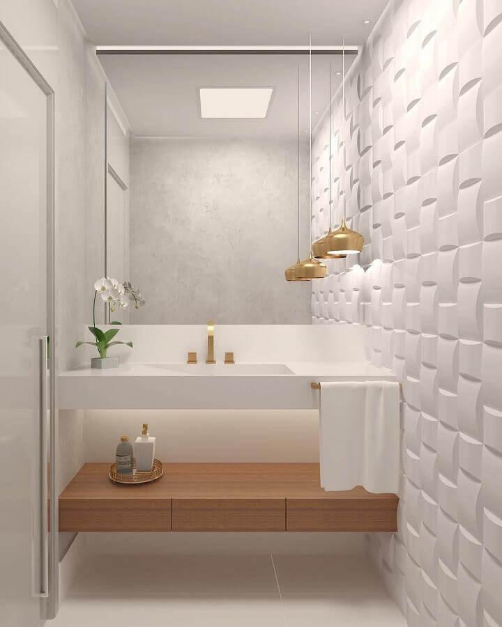 luminária pendente para banheiro branco decorado com revestimento 3D  Foto Dicas de Mulher