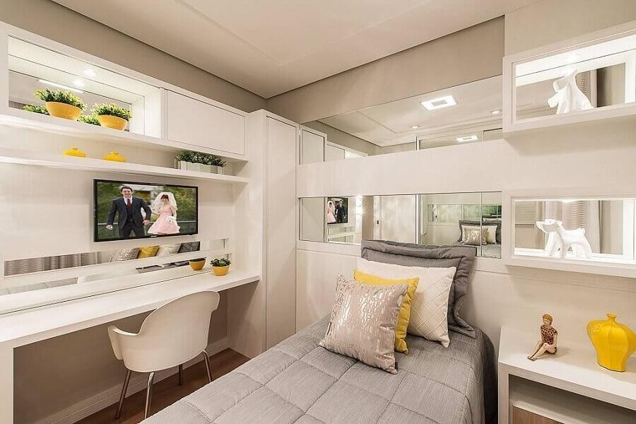 móveis planejados para quarto decorado de adolescente feminino todo branco  Foto Webcomunica