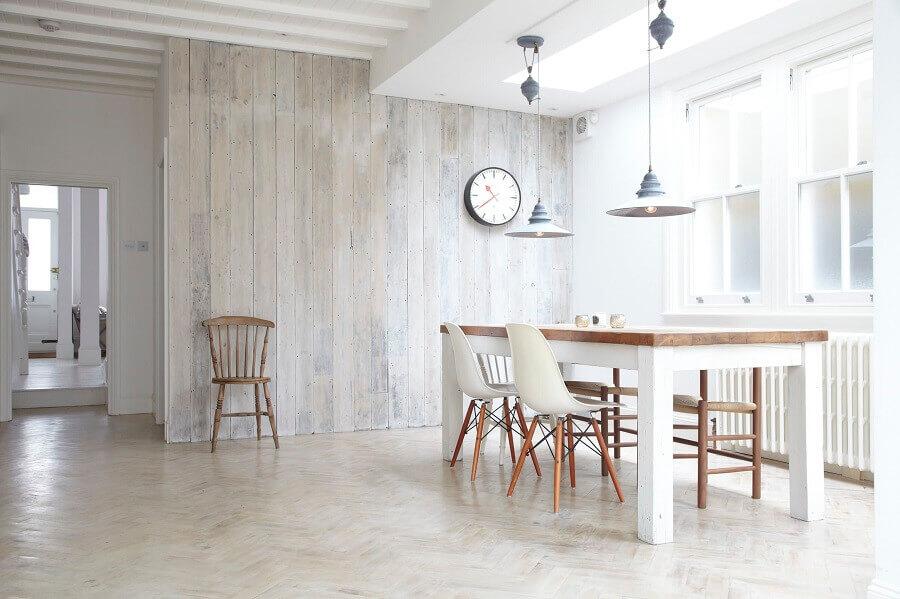 mesa branca com tampo de madeira para decoração de sala de jantar minimalista Foto Houzz