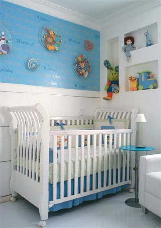 mesa de canto para quarto de bebê azul e branco Foto Pinterest