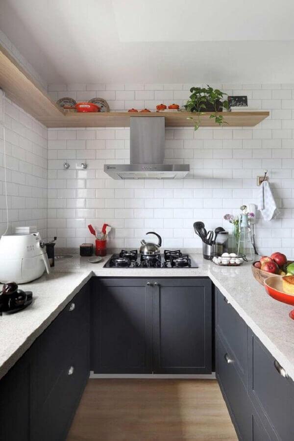 metro white branco para cozinha planejada em U decorada com armários cinza Foto Casa de Valentina