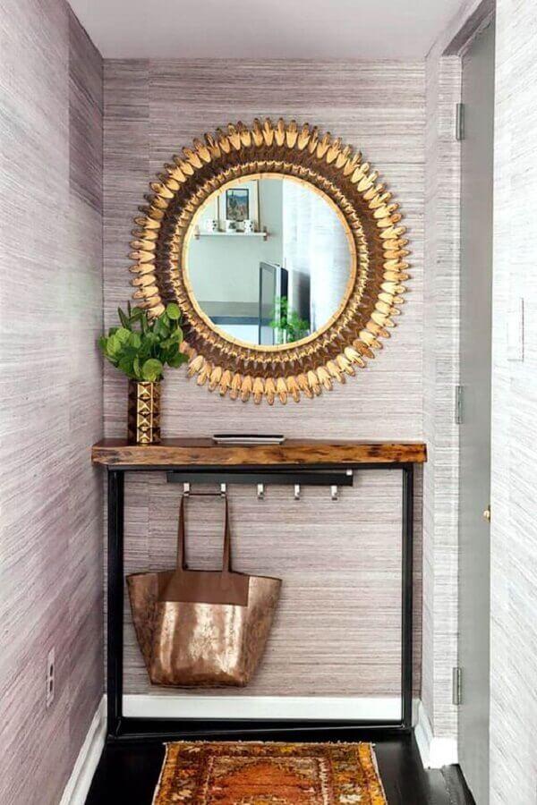 modelo de aparador para hall de entrada pequeno decorado com espelho dourado  Foto Arkpad