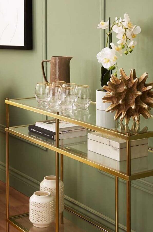 modelo de aparador pequeno de vidro com estrutura dourada Foto Pinterest