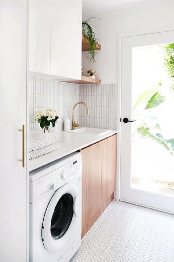 modelo de armário para lavanderia com decoração clean Foto Adore Magazine