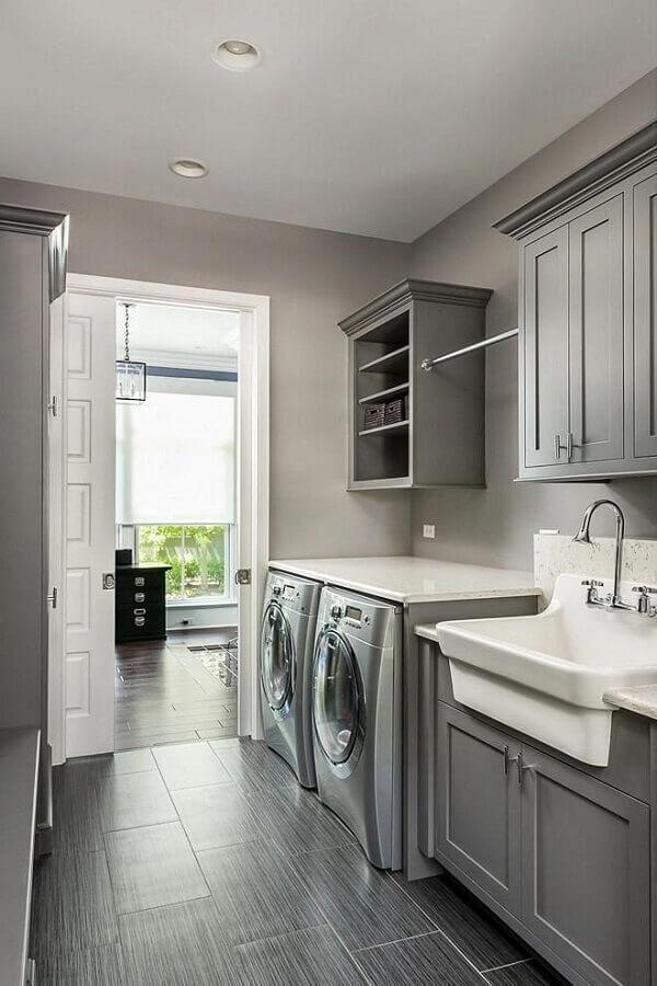 modelo de armário para lavanderia decorada com estilo clássico em tons de cinza  Foto Home Fashion Trend