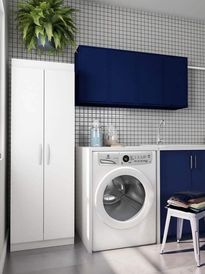 modelo de armário para lavanderia decorada em azul e branco  Foto Pinterest