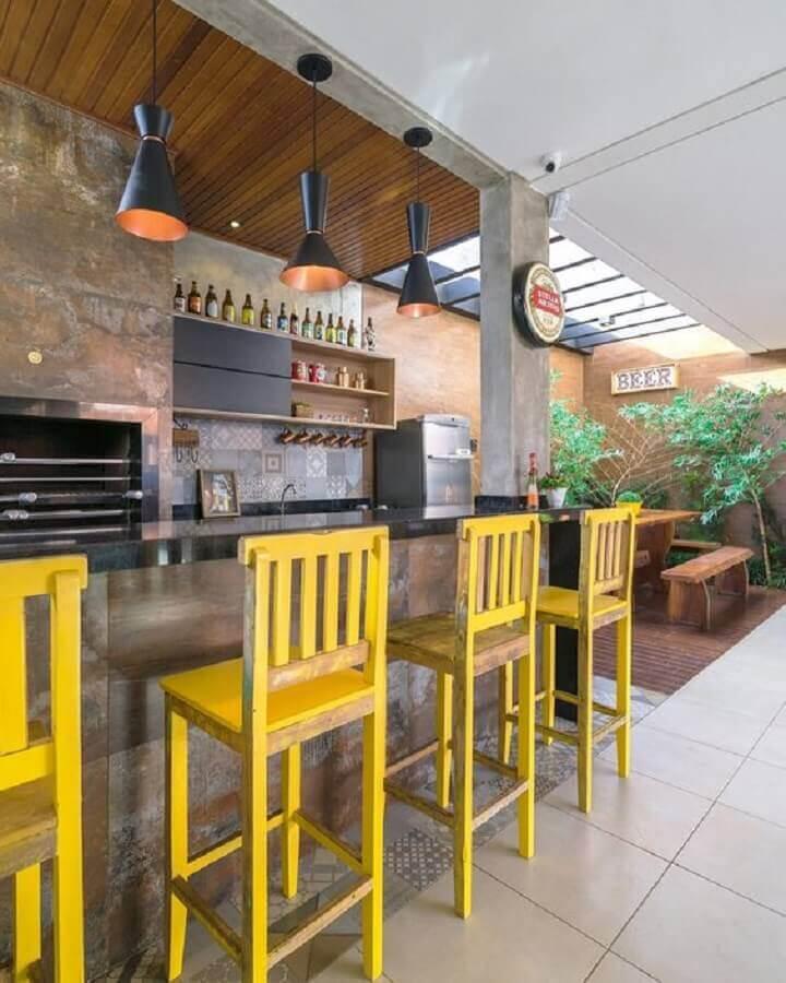 modelo simples de banquetas de madeira para área gourmet Foto Ideias Decor