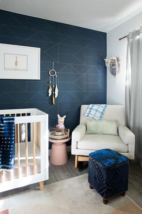 papel de parede cor azul escuro para decoração de quarto de bebê moderno Foto Planete Deco
