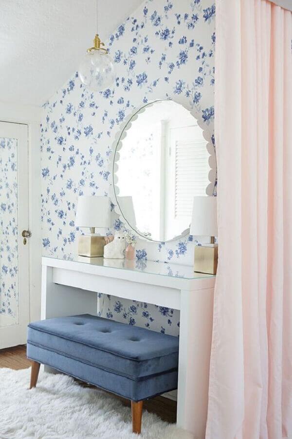 papel de parede floral romântico para quarto decorado com escrivaninha branca  Foto Histórias de Casa