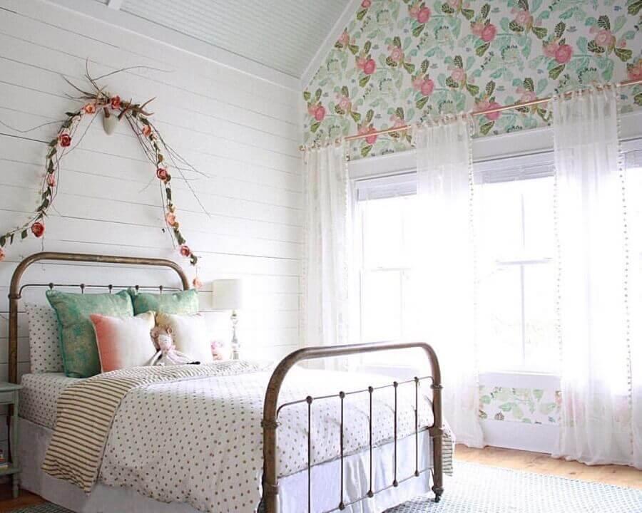 papel de parede romântico feminino para quarto simples decorado com cama de ferro Foto Home Fashion Trend