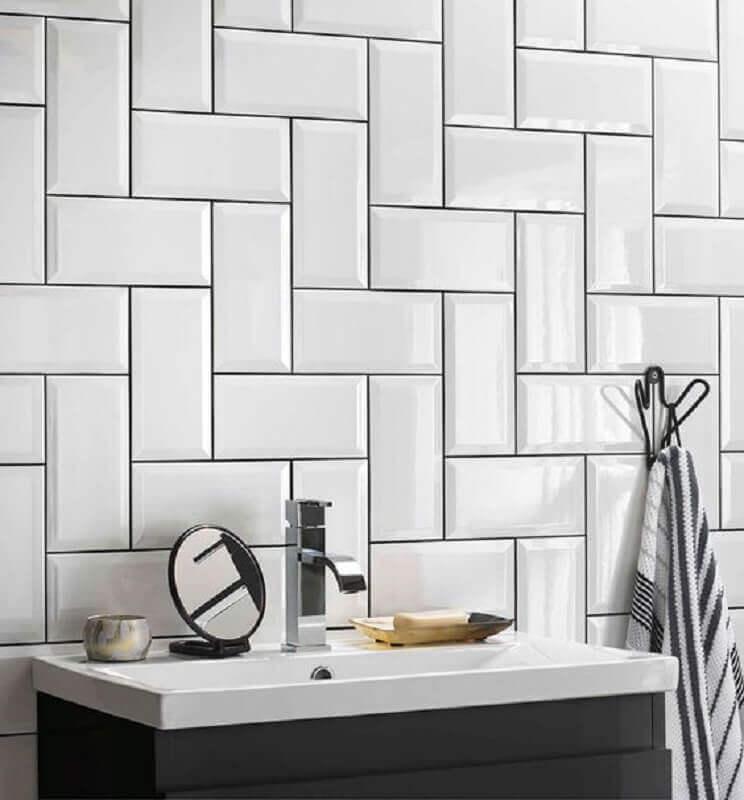 parede com metro white para decoração de banheiro Foto House of British Ceramic Tile