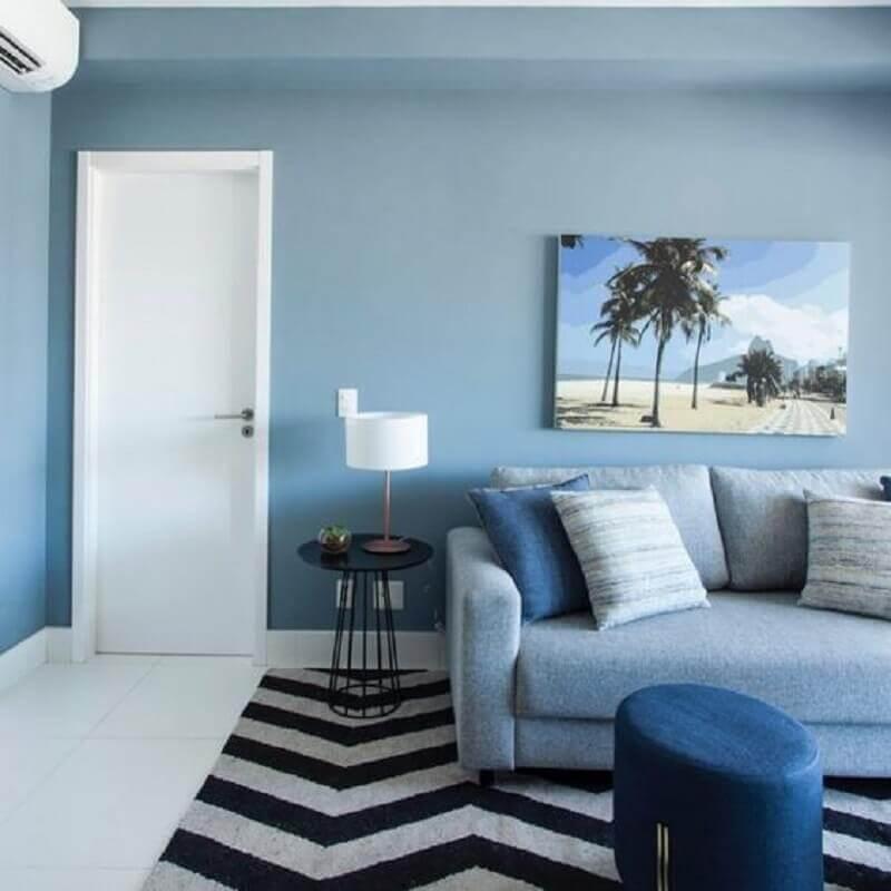 parede cor azul pastel para decoração de sala com sofá cinza  Foto Pinterest