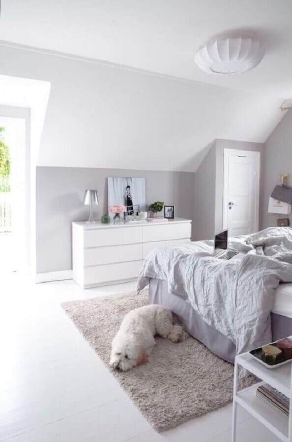 passadeira felpuda para quarto de casal todo branco Foto Apartment Therapy