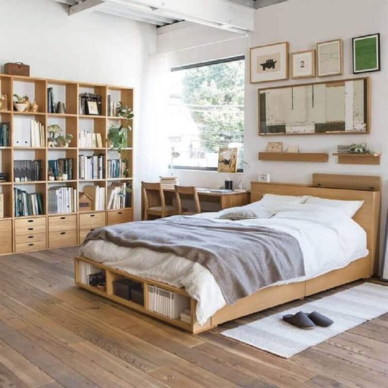 passadeira para quarto de casal simples decorado com móveis de madeira  Foto Pinterest