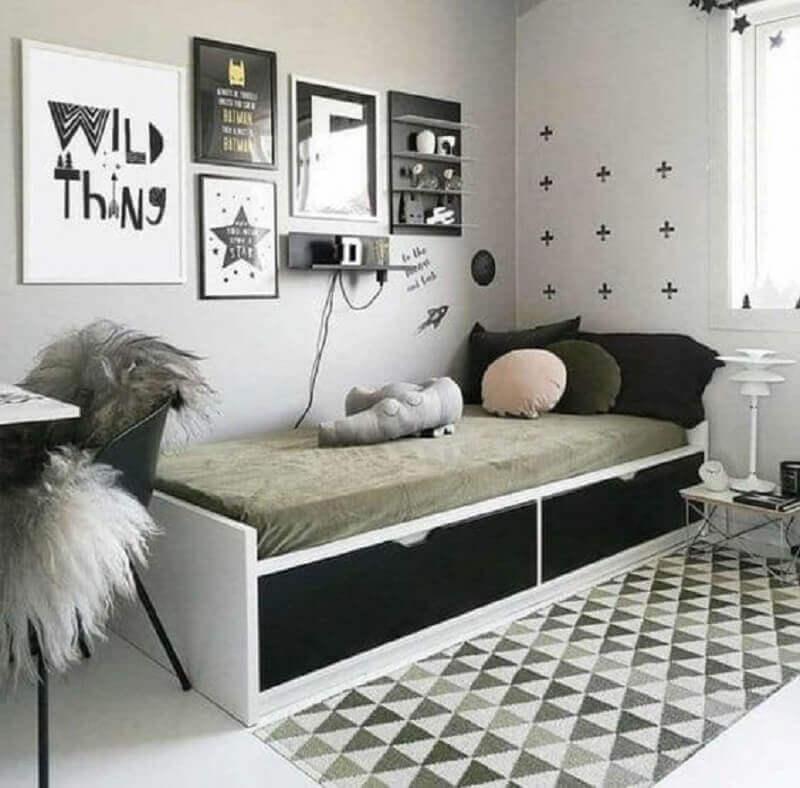 passadeira para quarto de solteiro decorado em tons de cinza  Foto Etsy