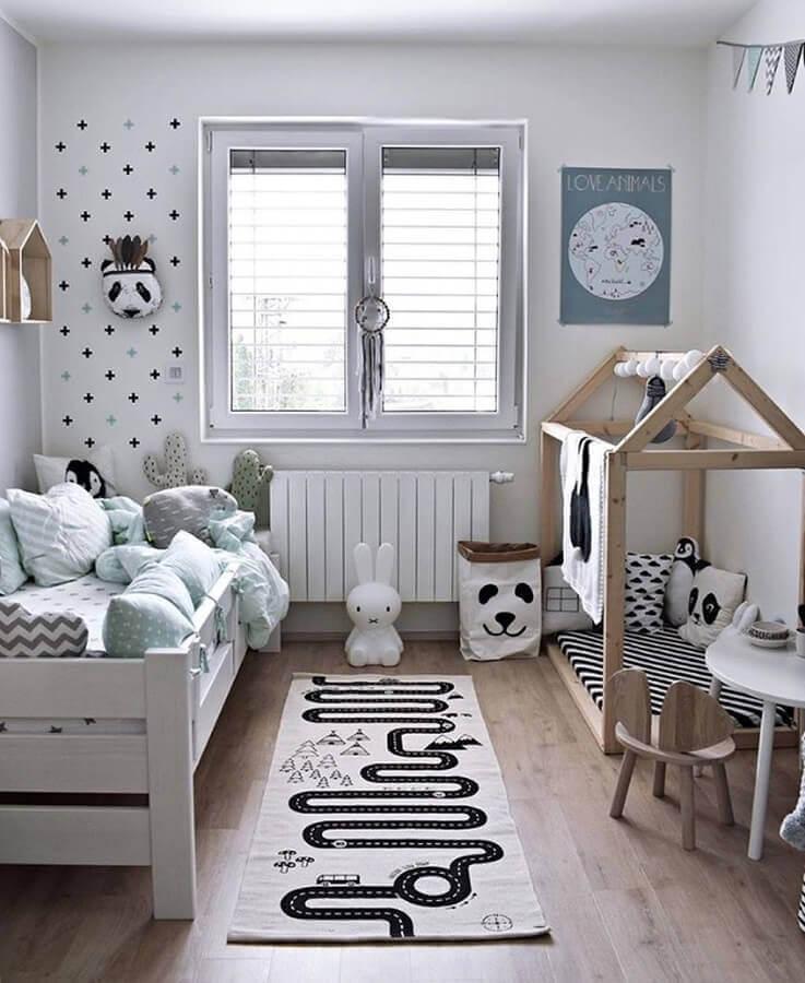 passadeira para quarto infantil com decoração simples  Foto Toca Lola