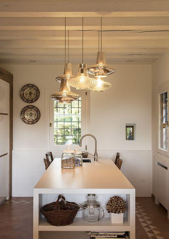 Pendente de cristal na cozinha