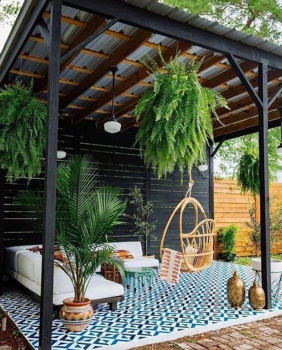 Plantas penduradas na decoração de pergolados