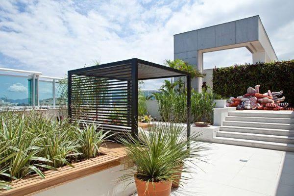Pergolado de ferro no terraço