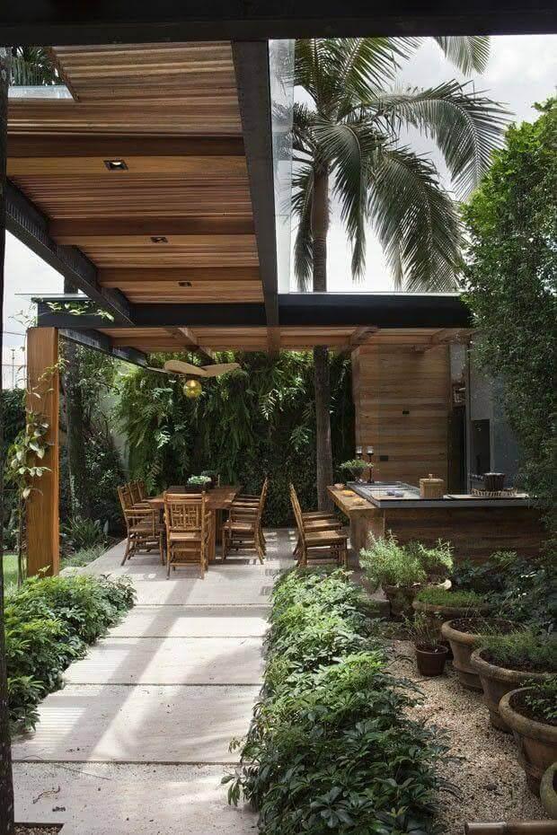 Pergolado moderno no jardim de casa