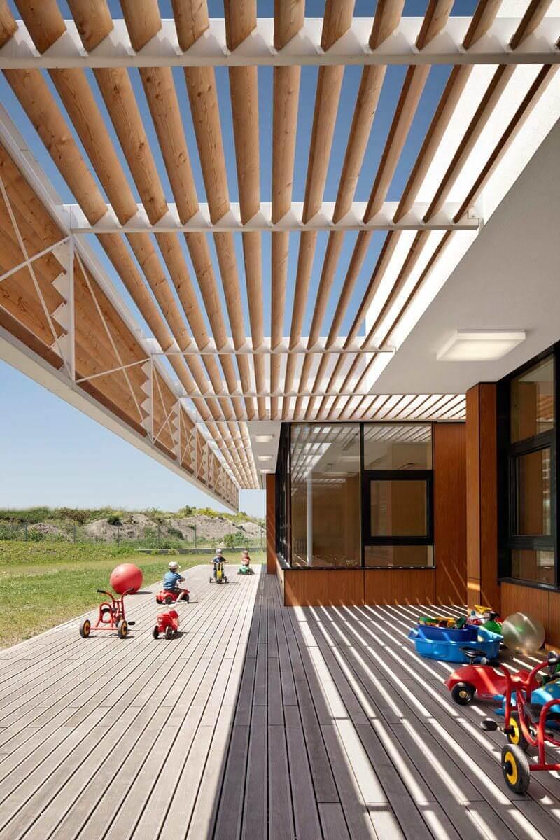 Pergolado na varanda moderna